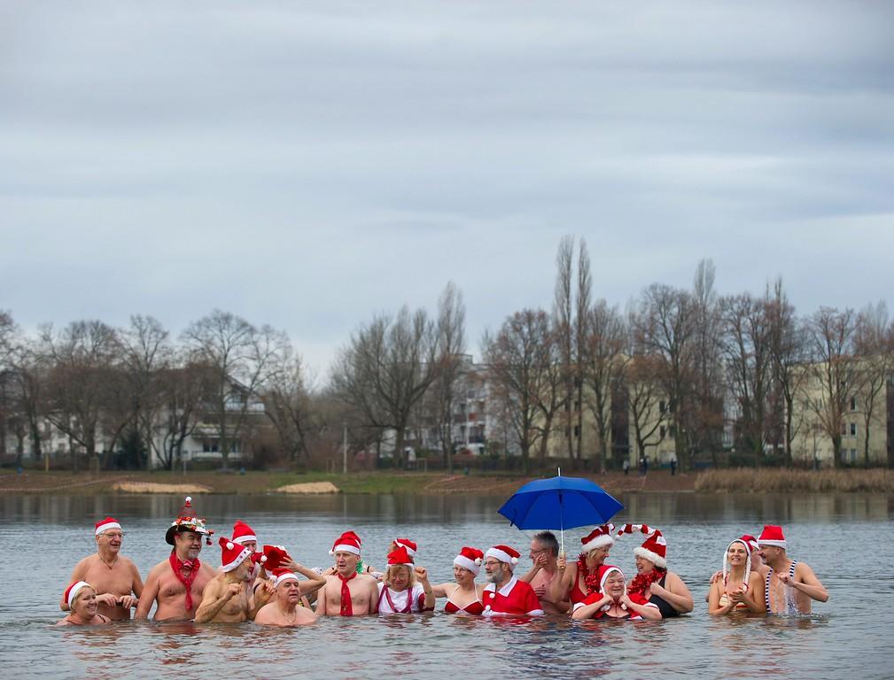 . Members of the \'Berliner Seehunde\' (BerlinSeals) club swim in Lake Orankesee in Berlin, Germany, 25 December 2013. Swimming on Christmas day is a tradition with winter swimmers.  EPA/TIM BRAKEMEIER