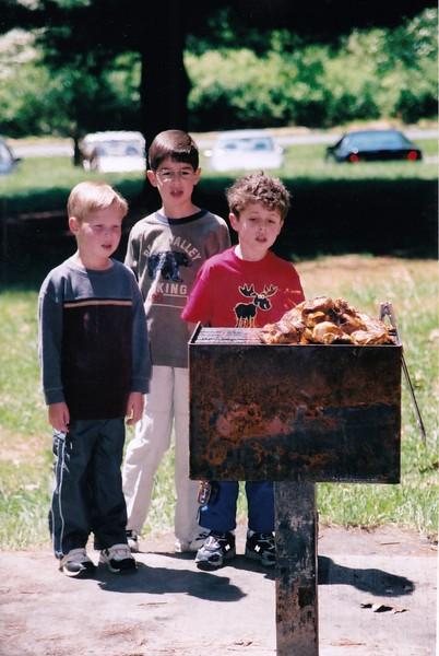 2005-04 Adam, Josh, Noah examine picnic grill.jpg