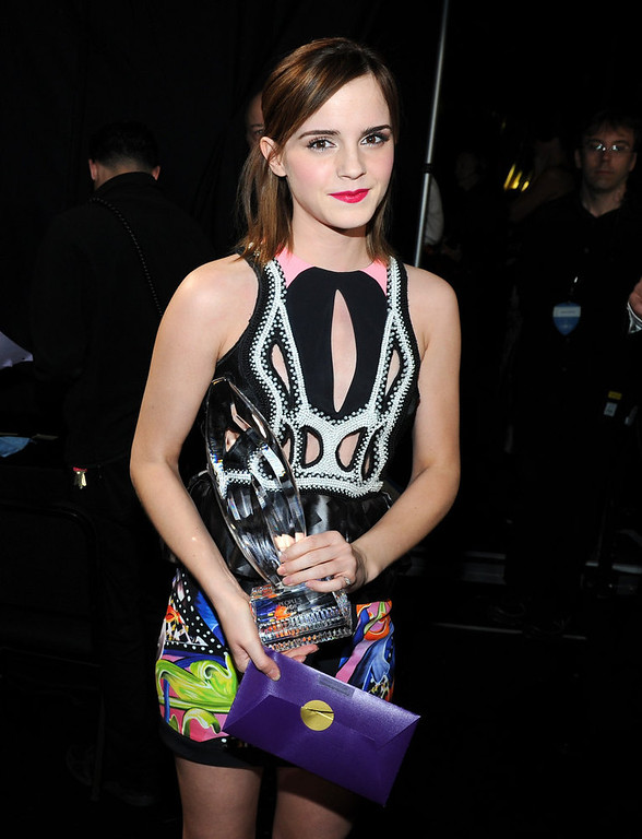 . Actress Emma Watson attends the 39th Annual People\'s Choice Awards at Nokia Theatre L.A. Live on January 9, 2013 in Los Angeles, California.  (Photo by Michael Buckner/Getty Images for PCA)