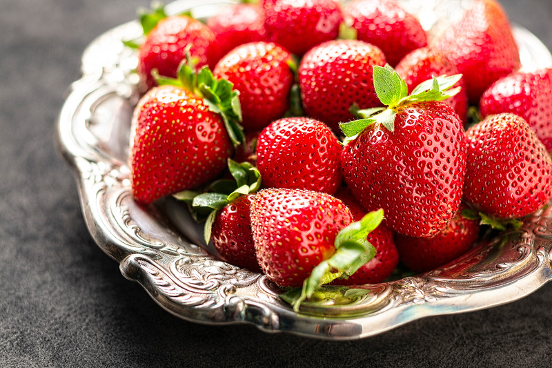 strawberries+dish_EAC1057.jpg