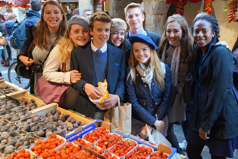Emily, Grace, Jack, Ashlyn, Will, Cara, Phaedra, and Alyssa enjoying the market