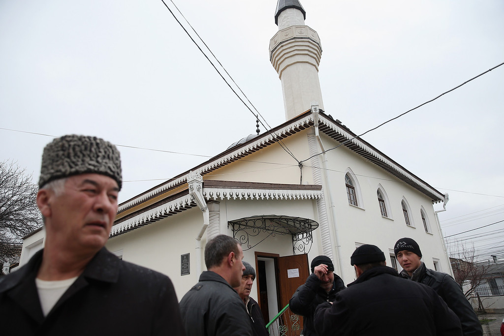 . SIMFEROPOL, UKRAINE - MARCH 07:  Muslim men, mostly Crimean Tatars, arrive for Friday midday prayers at the Kebir-Dzhami Mosque, which is the city\'s oldest, on March 7, 2014 in Simferopol, Ukraine. Crimean Tatars, hundreds of thousands of whom Stalin deported in the 1950s, make up between 15%-20% of Crimea\'s population and have historically been suspicious of Russian rule. The pro-Russian Crimean Parliament voted yesterday to secede from Ukraine, join Russia and hold a referendum on the issue on March 16. The Crimean population is majority Russian, a large number of whom are enthusiastically supporting annexation to Russia.  (Photo by Sean Gallup/Getty Images)