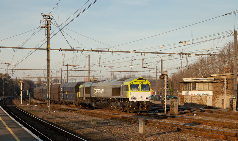 Captrain 6605 with empty coke train Bottrop/D - Seraing passes through Vise Bas.