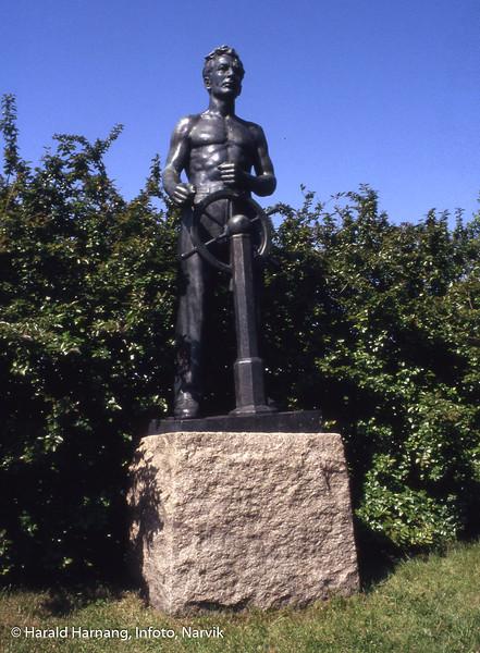 Statue på Narvi havn: Sjømannen.