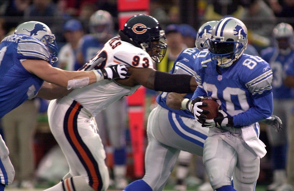 . Detroit Lions receiver Desmond Howard (80) sweeps past Phillip Daniels (93) of the Chicago Bears as Cory Schlesinger, left, assists during a reverse play in the first half  of Sunday\'s game played at the Pontiac Silverdome on Sunday Dec. 30, 2001. The Bears won 24-0 over the Lions.