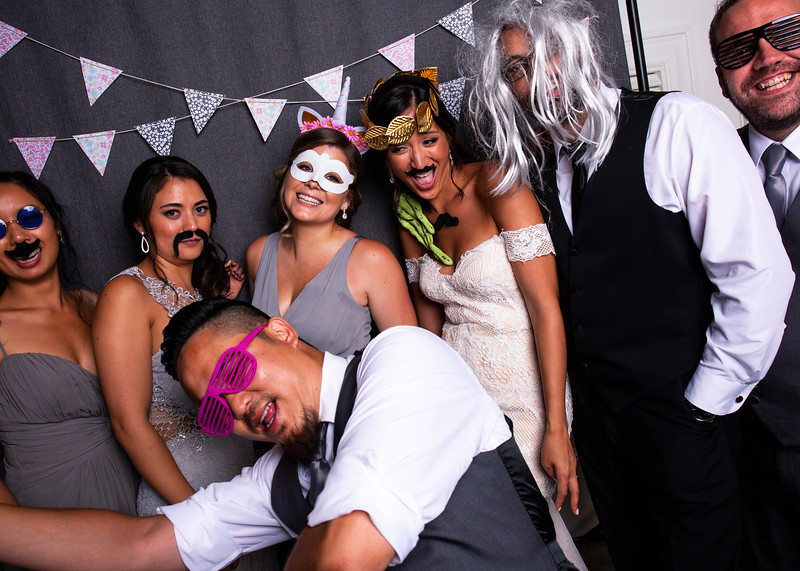 Montreal_Wedding_Photographer_Lindsay_Muciy_Photography+Video_M&E_PHOTOBOOTH_141.jpg