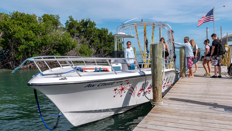 Florida-Keys-Islamorada-Robbies-Marina-Sundance-Watersports-Parasailing-01.jpg