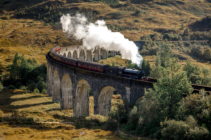 Harry potter train hogwarts express glenfinnan viaduct scotland jacobite highlands.jpg