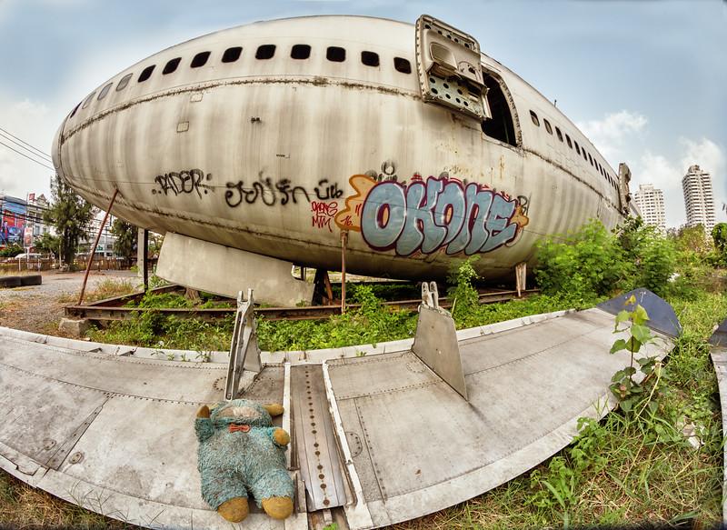 PlaneGravedw25.jpg