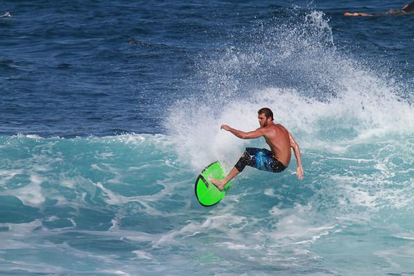 SURFING HO'OKIPA  MAUI