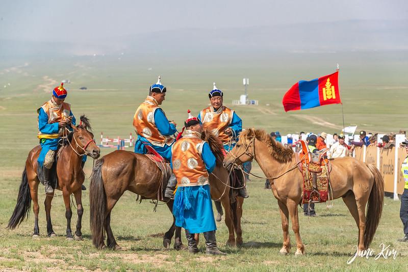Horse racing__6108984-Juno Kim.jpg