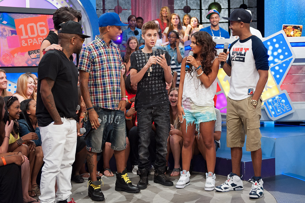 """. NEW YORK, NY - JUNE 20:  (L-R) Jermaine Dupri, Leah LaBelle, Pharrell, Justin Bieber, Rocsi Diaz, and Terrence J visit BET\'s \""""106 & Park\"""" at BET Studios on June 20, 2012 in New York City.  (Photo by D Dipasupil/Getty Images)"""