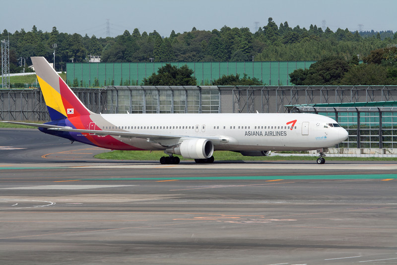 Asiana Airlines Boeing 767-300 HL7514