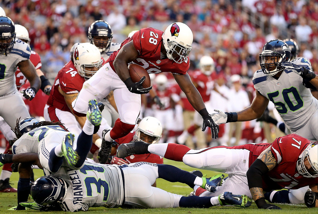 . Running back Rashard Mendenhall #28 of the Arizona Cardinals runs with the ball against the Seattle Seahawks during a game at the University of Phoenix Stadium on October 17, 2013 in Glendale, Arizona.  (Photo by Christian Petersen/Getty Images)