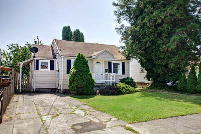 914 6th Ave, Puyallup