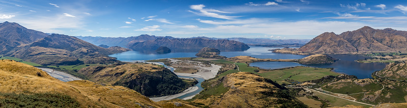 «Diamond Lake & Rocky Mountain Loop Track»: Panorama vom oberen Lookout, links das Flussdelta des «Matukituki River», in der Mitte hinten Wanaka, rechts «Roy's Peak»