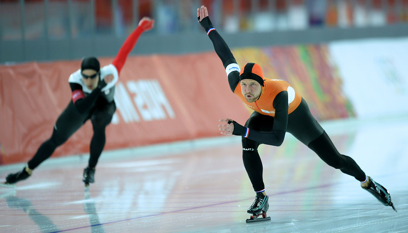 . Netherlands\' Michel Mulder (R) and Canada\'s Denny Morrison compete in the Men\'s Speed Skating 1000 m at the Adler Arena during the Sochi Winter Olympics on February 12, 2014.  (JUNG YEON-JE/AFP/Getty Images)
