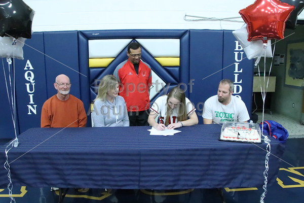 samantha grinnell signs with sauk valley college . 1.27.17
