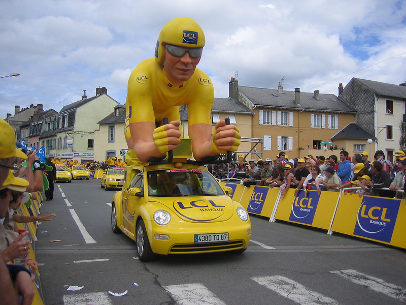 LCL sponsors the yellow jersey - they are a bank.