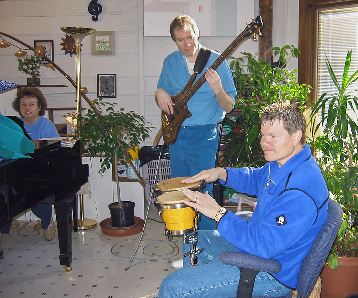 FL, Shirley Lebin & Terry Rieker, jamming at the Lebin house, Feb 24 2002.