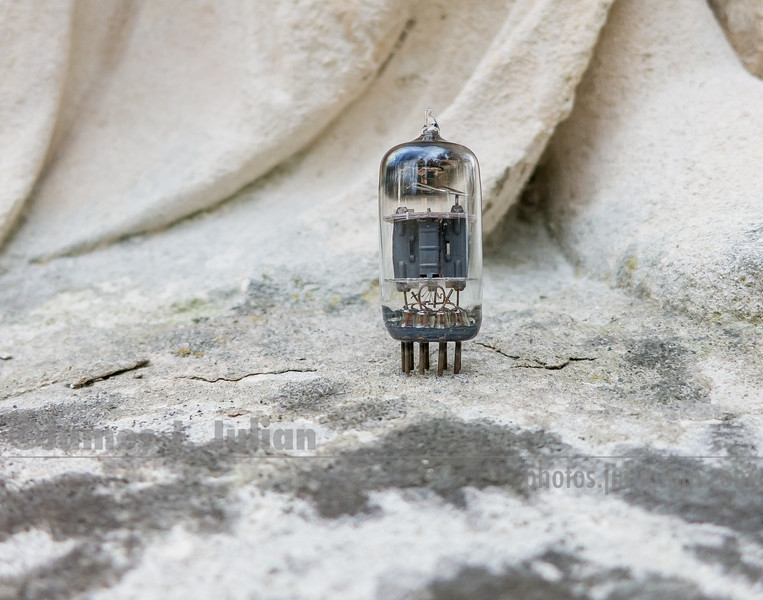 Vacuum Tube Lost in the Park 2