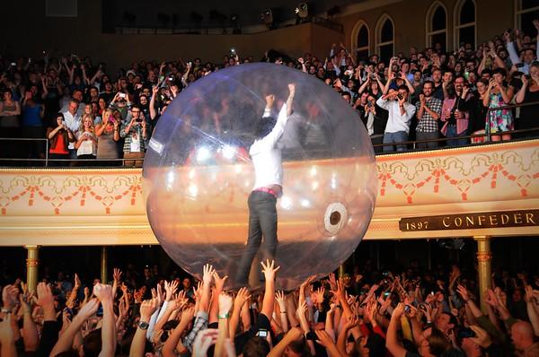 The Flaming Lips,Wayne Coyne,The Ryman Auditorium, Nashville, Tennessee, 2011