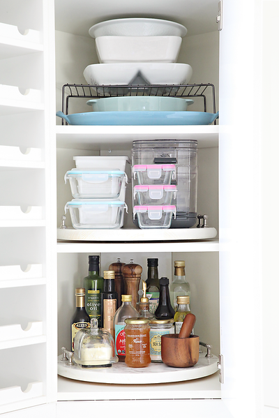 IHeart_Organizing_Corner_Cabinet_Lazy_Susan_Organization.png