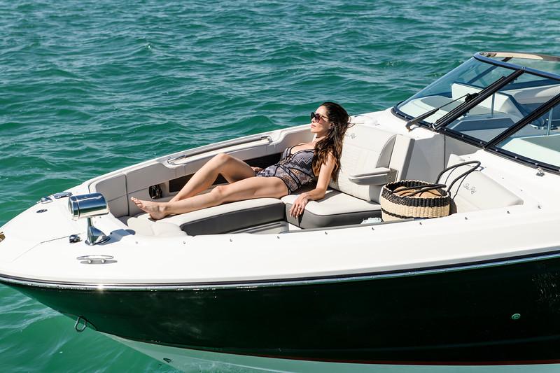 2020-SLX-R-310-outboard-lifestyle-16.jpg