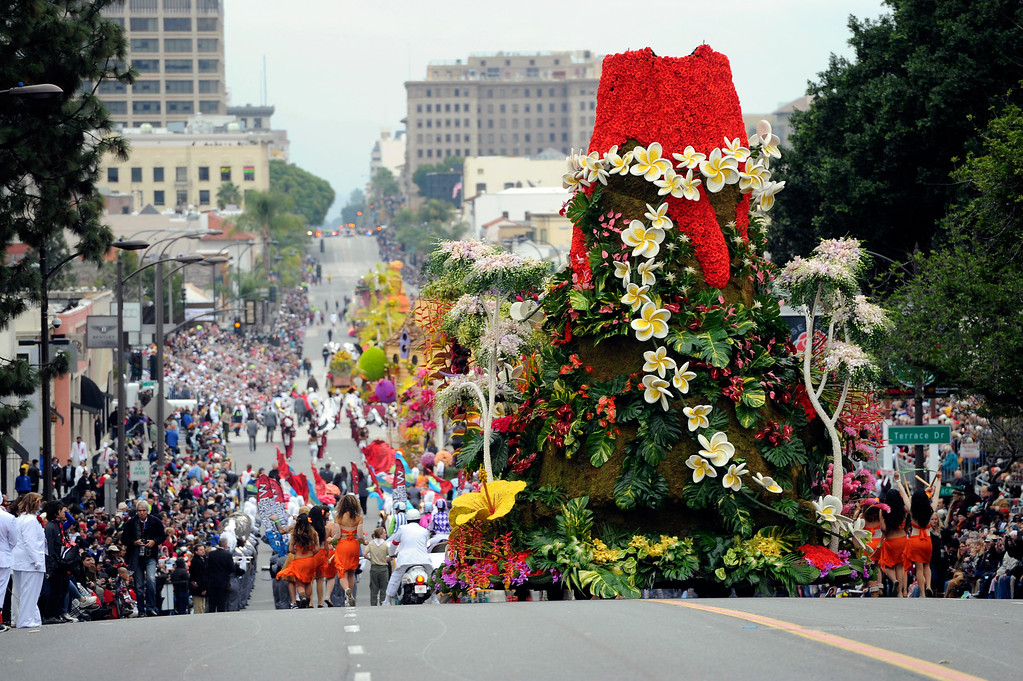 ". The Dole Packaged Foods ""Spirit of Hawaii\"" float rolls along Colorado Blvd., during the 128th Rose Parade in Pasadena, Calif., Monday, Jan. 2, 2017. The 5½-mile parade featured marching bands, horseback riders and dozens of ornately decorated flower-covered floats. (AP Photo/Michael Owen Baker)"