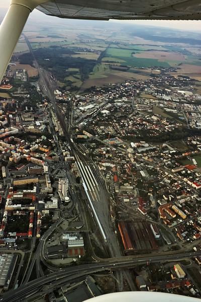 Areál vlakového nádraží a mrakodrap