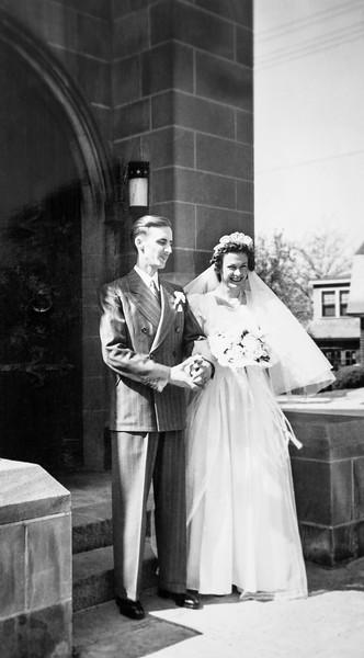 1941-04-26 - Glynn Gladys Douglas Wedding