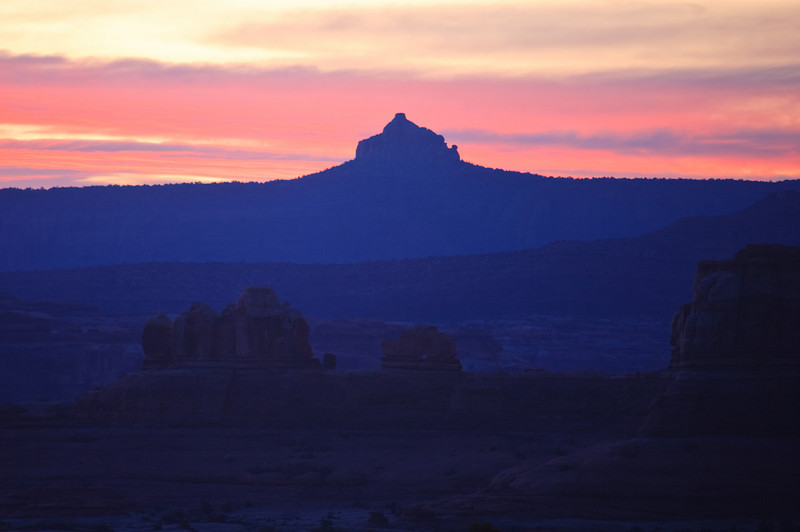 Six Shooter Peak and Wooden Shoe Arch at sunrise.