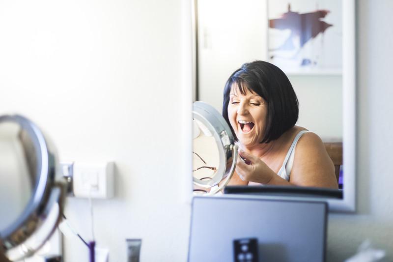 Elaine getting ready-4.jpg