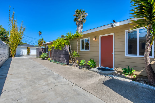 East 16th Place, Costa Mesa