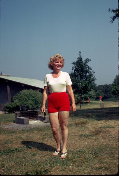 mommy in picnic park 2.jpg
