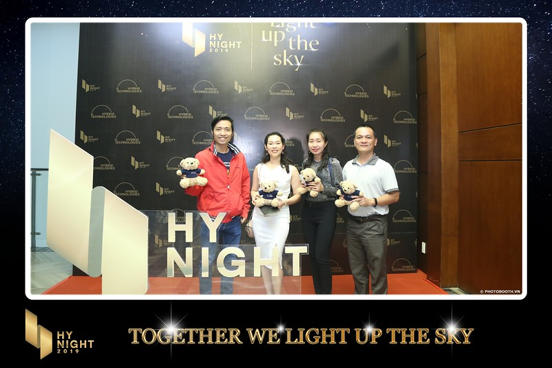 Buzz-Comm-Year-End-Party-instant-print-photo-booth-at-New-World-Saigon-Chup-hinh-lay-lien-Tat-nien-WefieBox-Photobooth-Vietnam-047.jpg