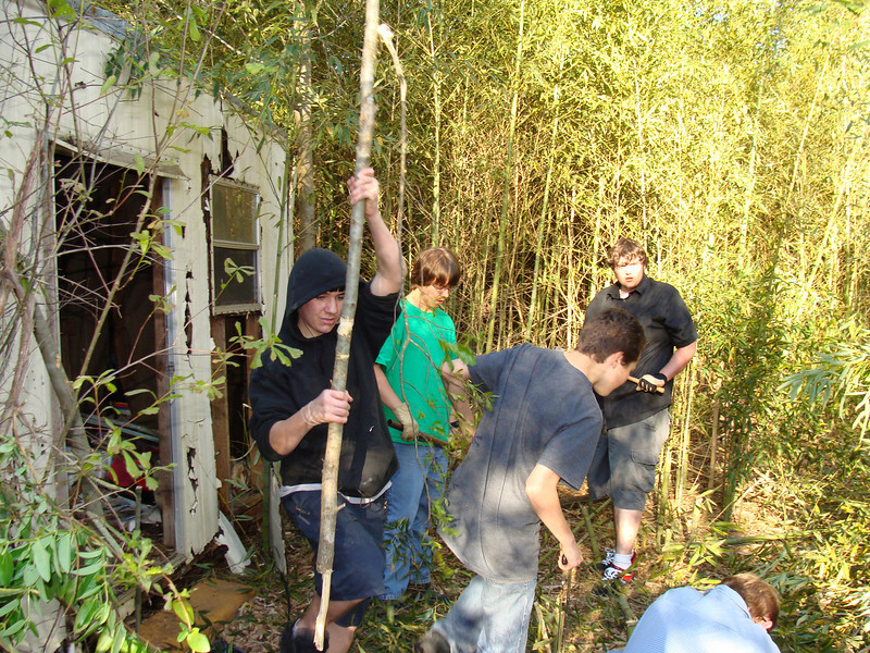 09 03-28 Youth of First Presbyterian Church clearing lot for Chuck Davis house. klb