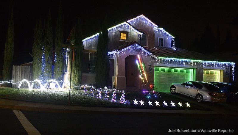 VAC-L-Christmas Displays-1222-015