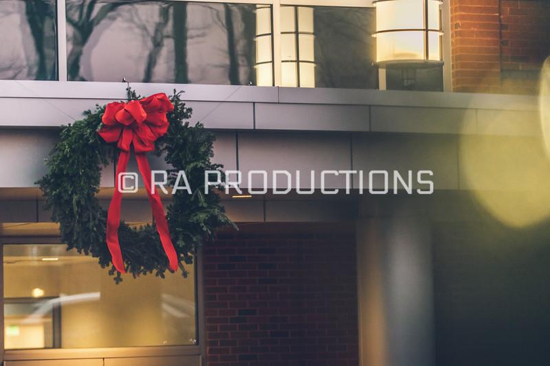 12042018_RAC_Campus-Wreaths-1.jpg