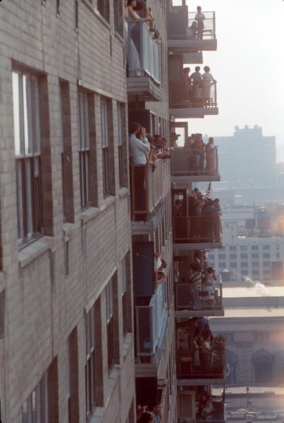 1976-07 Bicentenial Viewers.jpg