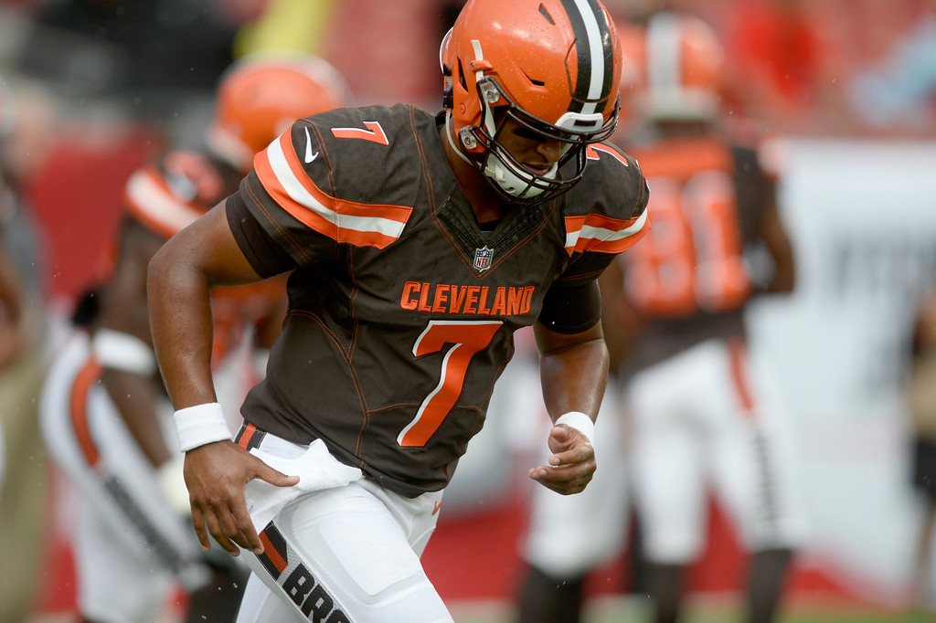 . Cleveland Browns quarterback DeShone Kizer (7) warms up prior to an NFL preseason football game against the Tampa Bay Buccaneers Saturday, Aug. 26, 2017, in Tampa, FL, Fla. (AP Photo/Jason Behnken)