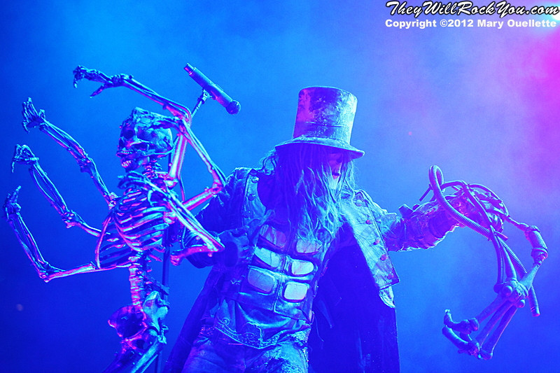"""Rob Zombie performs on October 21, 2012 on the """"Twins of Evil"""" tour at the Verizon Wireless Center in Manchester, New Hampshire"""