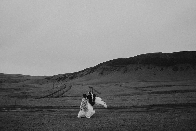 Tu-Nguyen-Destination-Wedding-Photographer-Iceland-Elopement-Fjaðrárgljúfur-16-150a-25.jpg