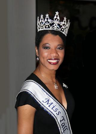 Dec 3, 2010 Miss Tall Intern'l 2010 Joy Dawson visits NYC