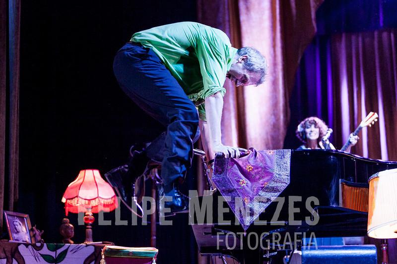 Hugh Laurie_Site_072.jpg