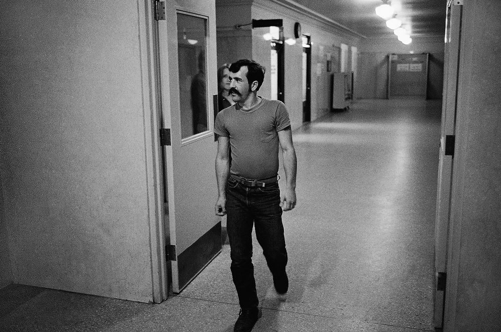 Description of . Danny DeCarlo, who described himself as a former motorcycle gang leader, appears outside the Los Angeles courtroom where he testified in the murder trial of Charles Manson and members of his family, on Sept. 11, 1970, in Los Angeles, Calif. DeCarlo said he lived with the family for several months, and reported that girl members of the Manson group worshiped Manson and disrobed whenever he told them to. (AP Photo/George Brich)