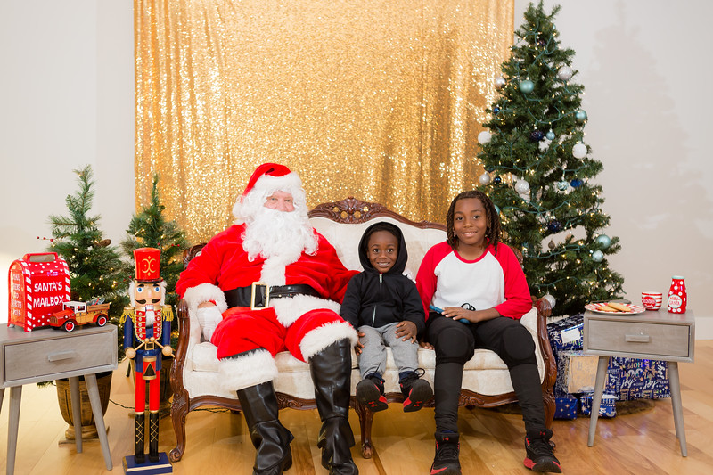 FADS Picture with Santa-204.jpg