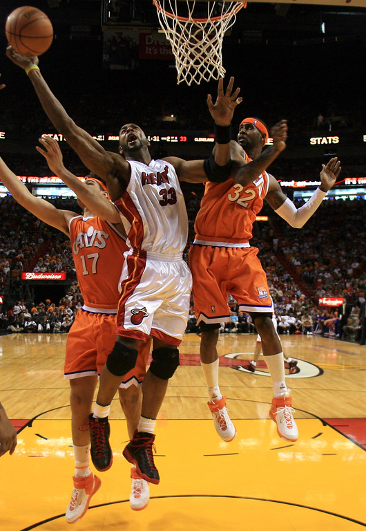 . Miami Heat \'s Alonzo Mourning (33) reaches for a rebound as Cleveland Cavaliers Anderson Varejao,  of Brazil, (17) and Larry Hughes (32) defend during the first half of an NBA basketball game Sunday, Feb. 25, 2007, in Miami. The Heat won, 86-81. (AP Photo/Luis M. Alvarez)