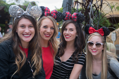 Twinkle Holiday Parade - Candids/Staff