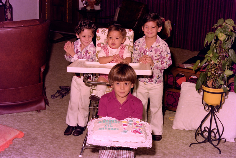 1975-12-30 #4 Anthony's 1st Birthday.jpg